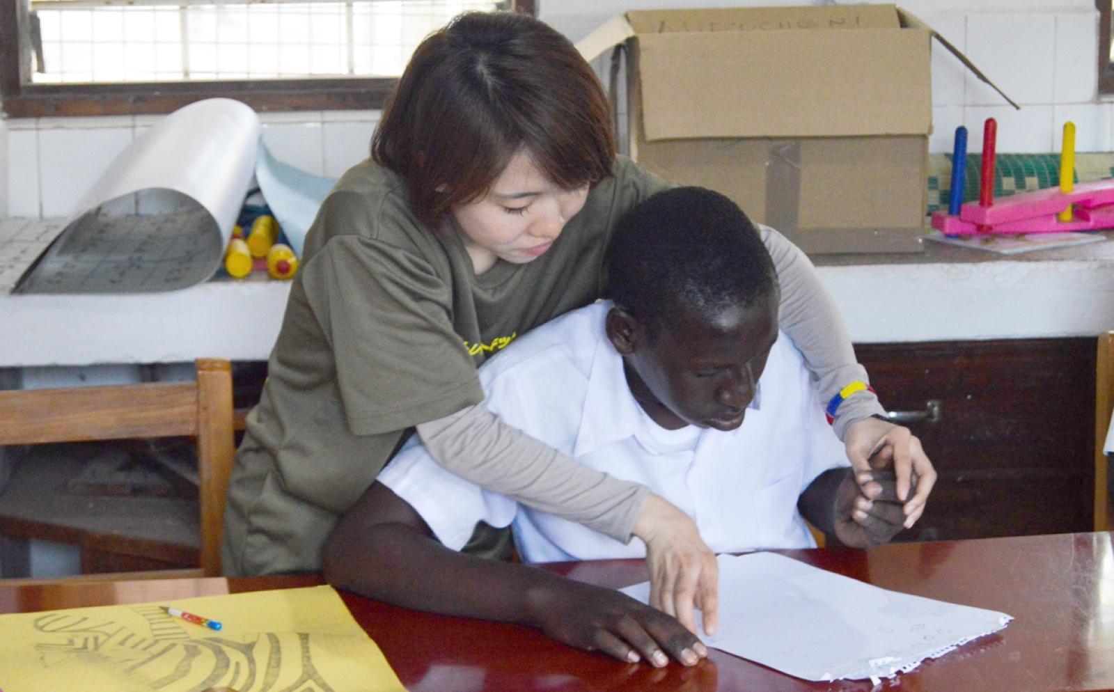 タンザニアで作業療法をサポートする日本人インターン